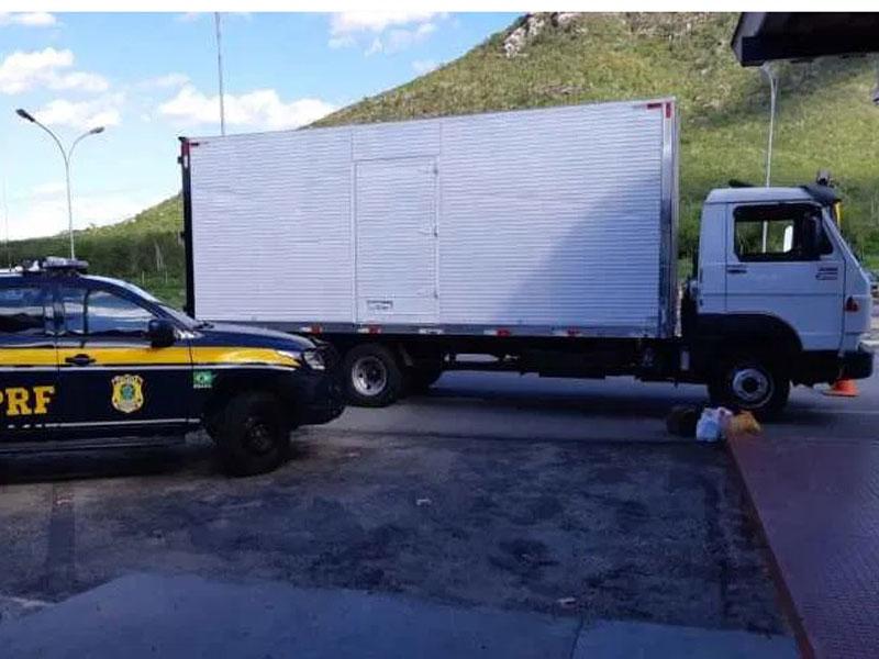 Caminhão roubado no Rio de Janeiro é recuperado pela Polícia em Jequié