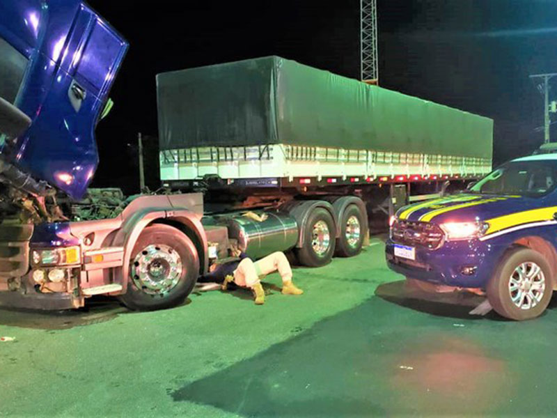 Carreta Scania roubada há quase 5 anos é recuperada na BR 116 em Jequié