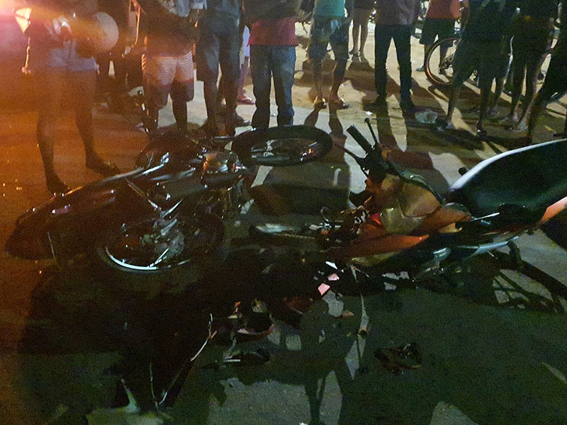Colisão entre duas motocicletas deixa três feridos em Livramento de Nossa Senhora