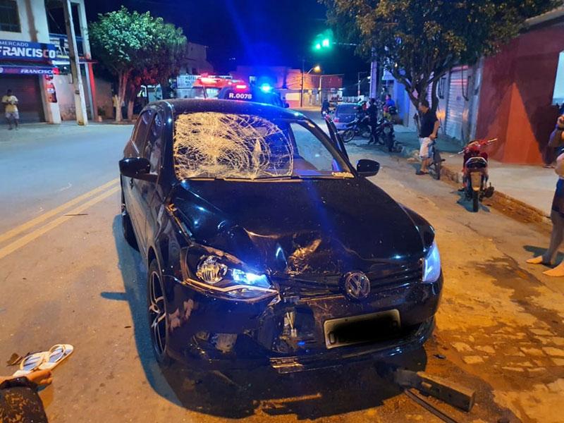 Motociclista fica ferido ao colidir contra carro de passeio em Livramento de Nossa Senhora