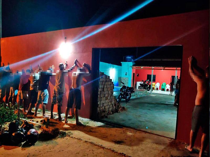 Polícia Militar encerra festa clandestina com 55 pessoas em Oliveira dos Brejinhos
