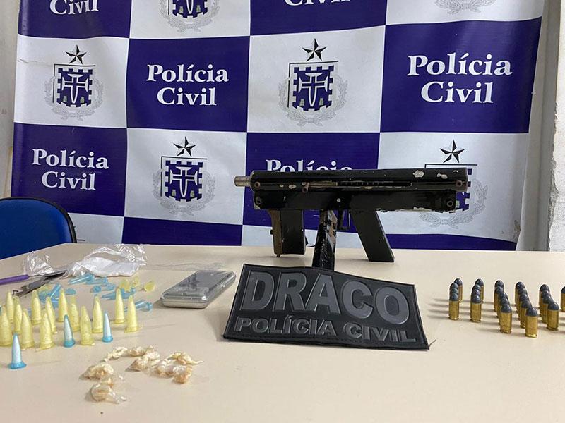 Policias Civil e Militar encontram submetralhadora e drogas São Francisco do Conde