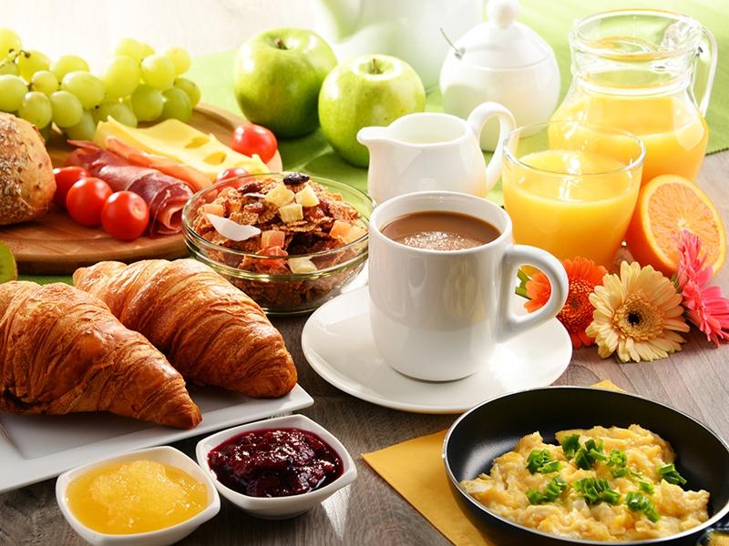 Pular o café da manhã eleva risco de morte por doenças cardiovasculares