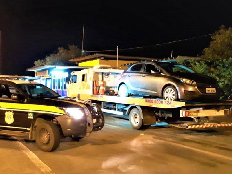 Jequié: Após 8 Km de fuga, PRF recupera veículo roubado e prende dupla de criminosos