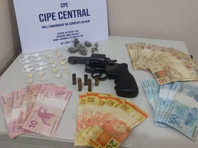 Jequié: Traficante morre em confronto com a Polícia; Arma, drogas e R$ 2,5 mil foram localizados