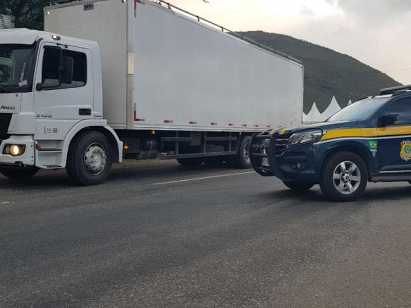 Caminhoneiro é flagrado transitando com veículo adulterado na BR-116 em Jequié
