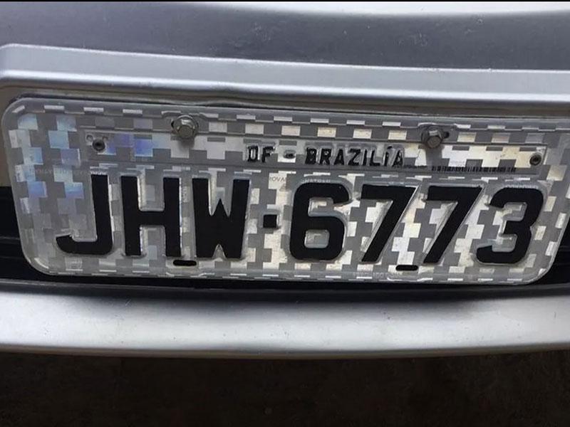 Mecânico é preso suspeito de falsificar placa de carro em que Brasília aparece escrito com z