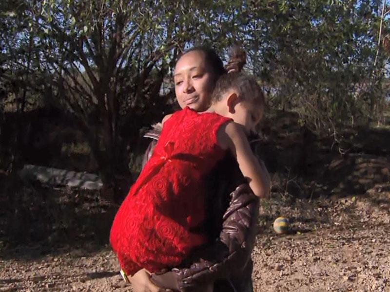 Menina de 5 anos é deixada pelo transporte escolar em estrada rural a 15 km do local onde mora