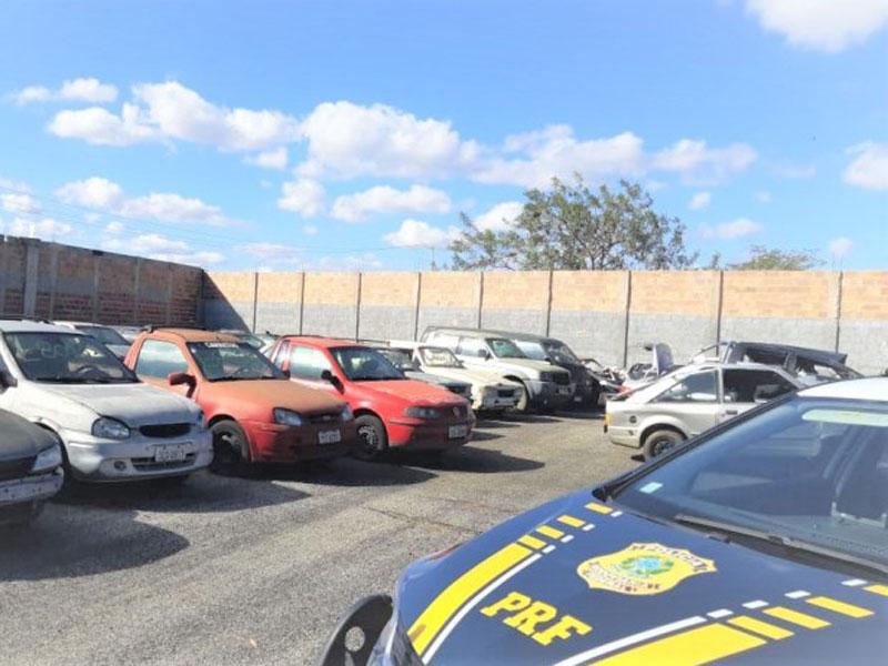 Leilão de aproximadamente 500 veículos apreendidos será realizado pela PRF na Bahia