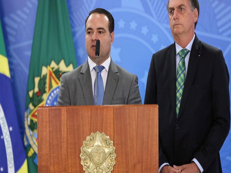 Ascensão do novo ministro de Bolsonaro é vista como triunfo da ala familiar no Planalto