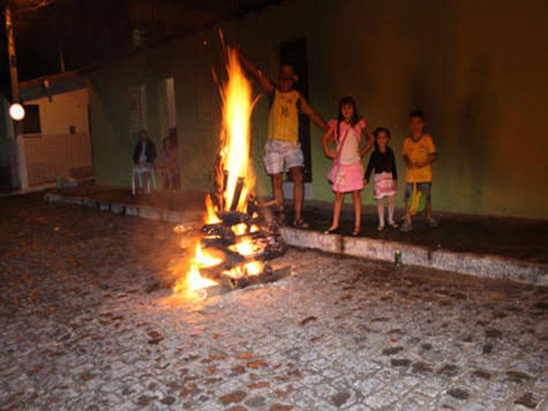Bombeiro chama atenção pra segurança durante festejos de São na região de Brumado
