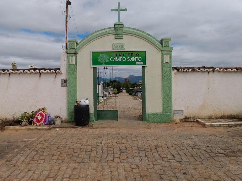 Livramento: Cemitério Campo Santo precisa urgentemente de limpeza por parte do poder público