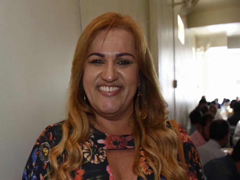 MP recomenda que Prefeita de Cândido Sales retire fotos que caracterizam promoção pessoal em redes sociais do Município