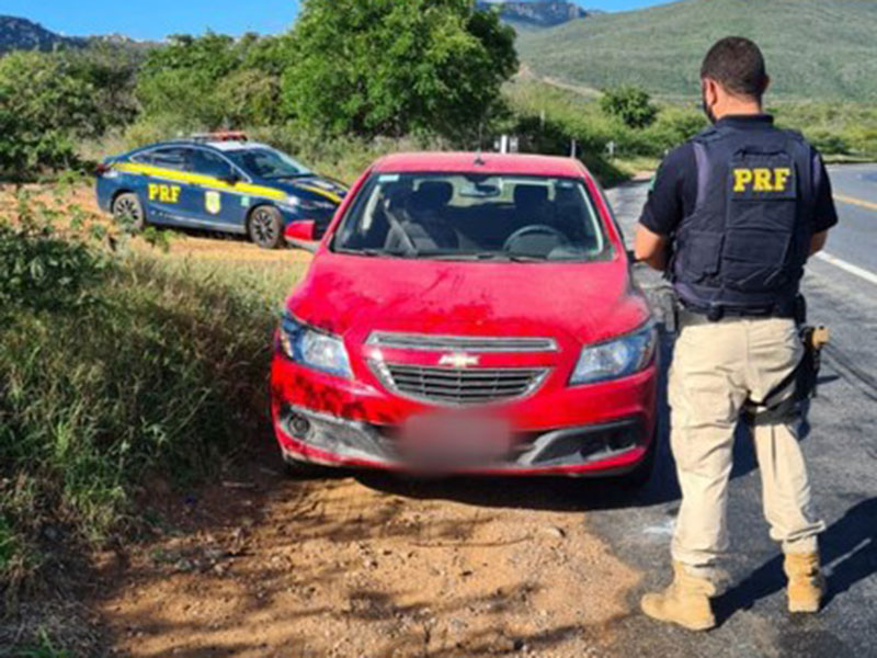 PRF recupera em Ibitiara veículo furtado em São Paulo