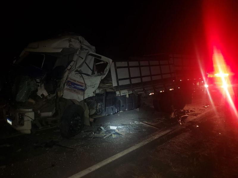 Batida entre ônibus de transporte de estudantes e caminhão deixa feridos no Sul da Bahia