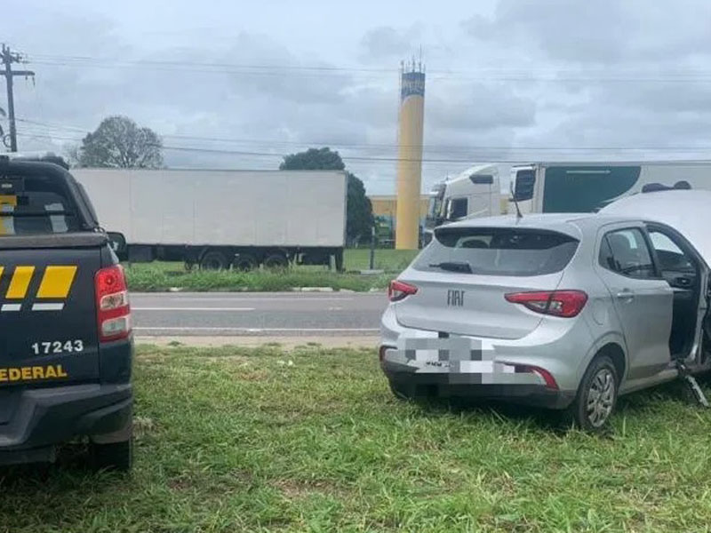 Condutor é preso com cocaína e veículo roubado em Feira de Santana