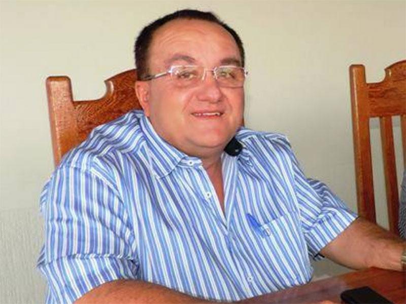 MPF e MP da BA acionam por improbidade prefeito que furou fila e recebeu a primeira dose da CoronaVac em Candiba (BA)