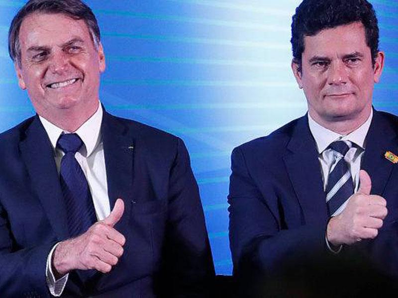 Após receber projeto sobre abuso de autoridade, Bolsonaro se reúne com Moro no Alvorada