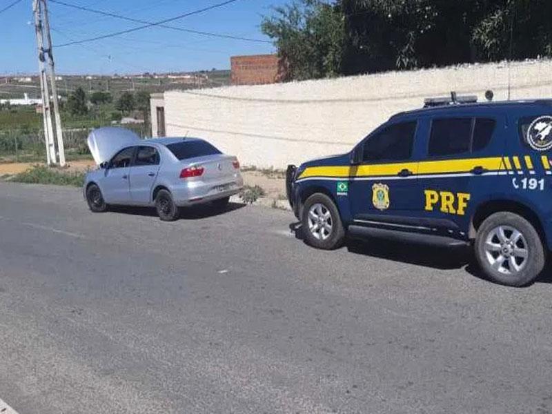 Jovem de 18 anos é flagrado com veículo roubado em Jaguaquara