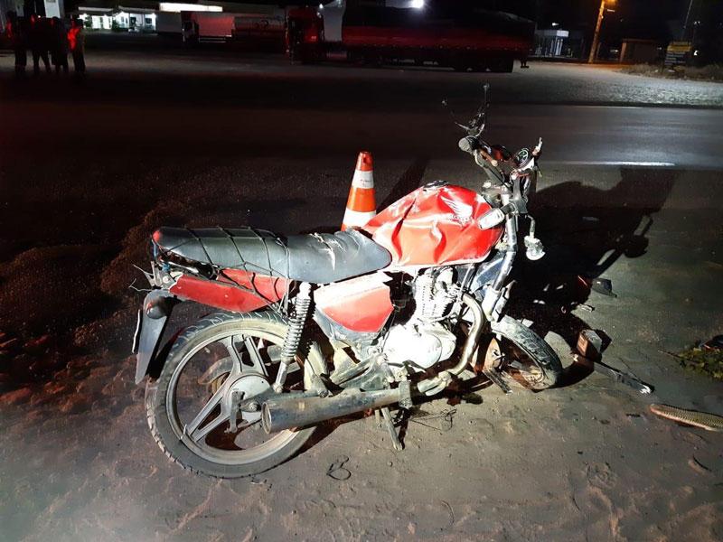 Vitória da Conquista: Batida entre moto e caminhão deixa um morto e outro ferido