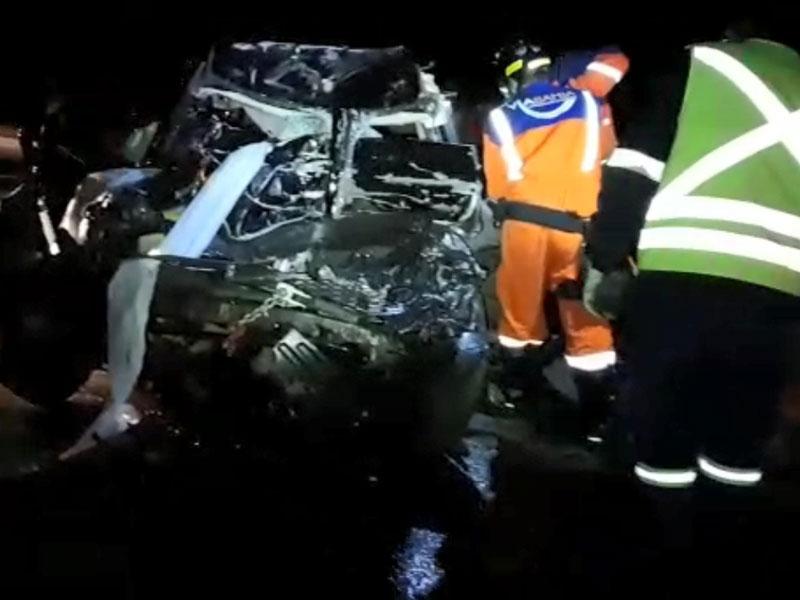 Conquista: Batida entre carro e caminhão mata duas pessoas