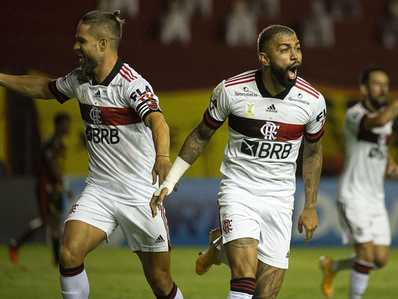 Flamengo brilha no primeiro tempo, bate Sport e segue na cola do Inter