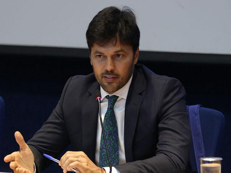 Covid-19: Governo confirma insumos para produção de 12 milhões
