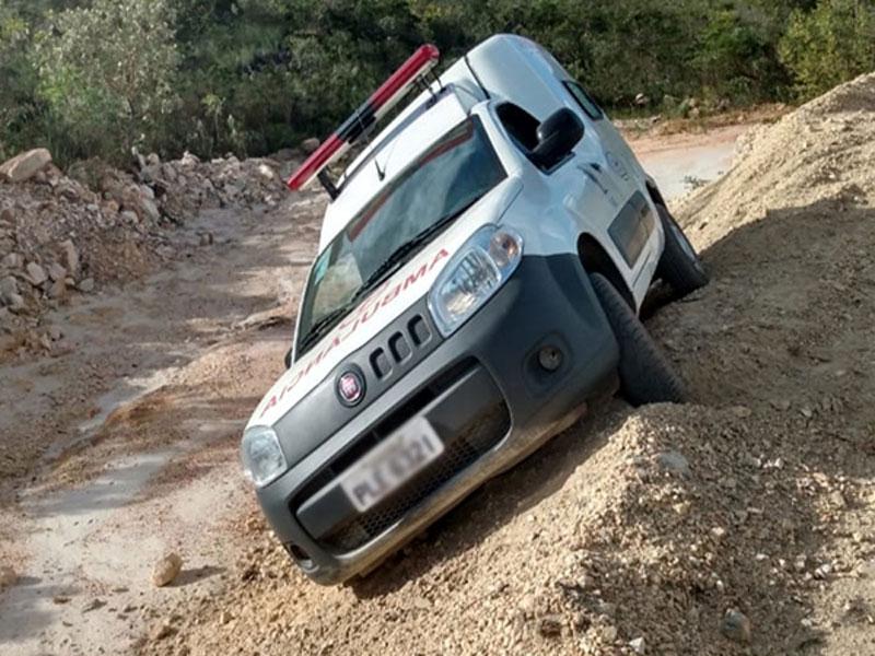 Ambulância pertencente a Rio de Contas quase se envolve em acidente