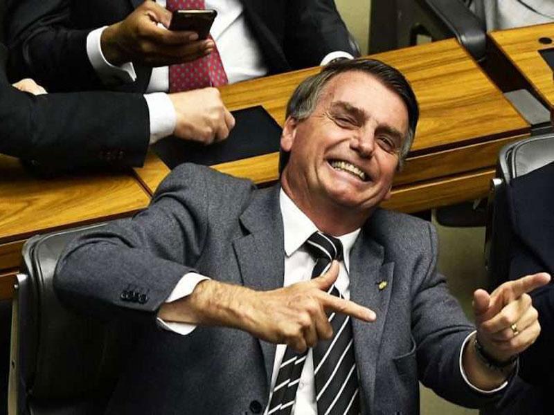 Bolsonaro vê situação de 'guerra urbana' e diz que 'bicho vai pegar' com Forças Armadas no Ceará