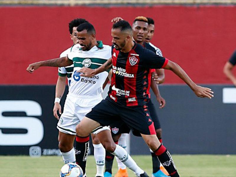 Coritiba vence Vitória em Salvador e volta a Série A