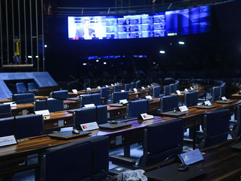 Senado aprova MP que protege bancos de variações cambiais