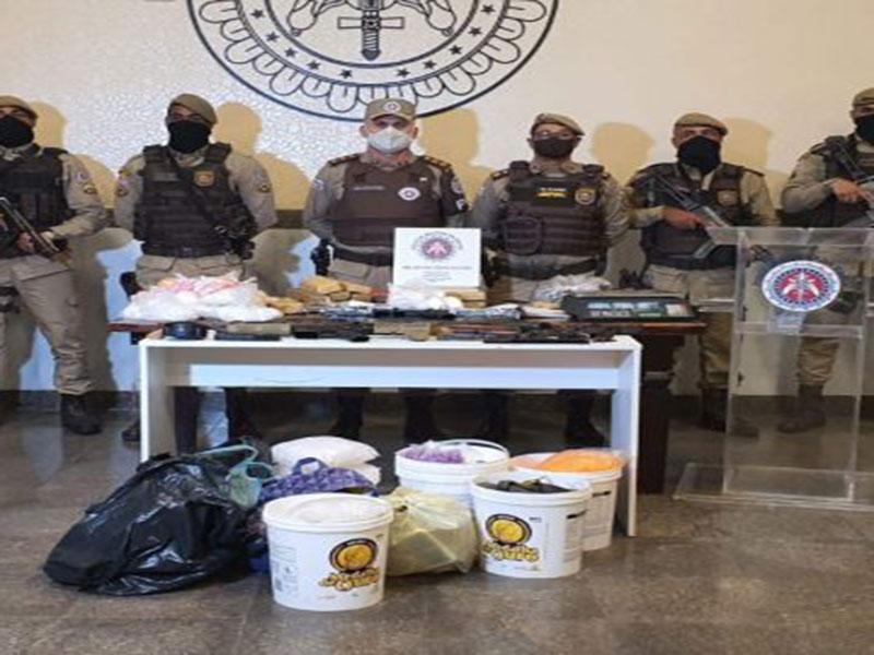 Polícia Militar apreende em Salvador armamento e drogas que seriam vendidas em paredão