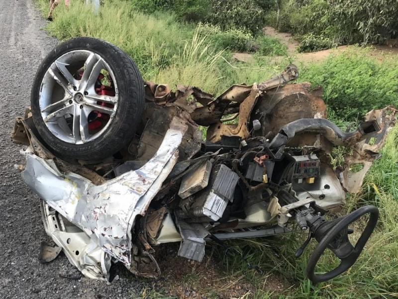 Rafael Jambeiro: Três morrem em acidente entre carro, moto e ônibus na BR-242