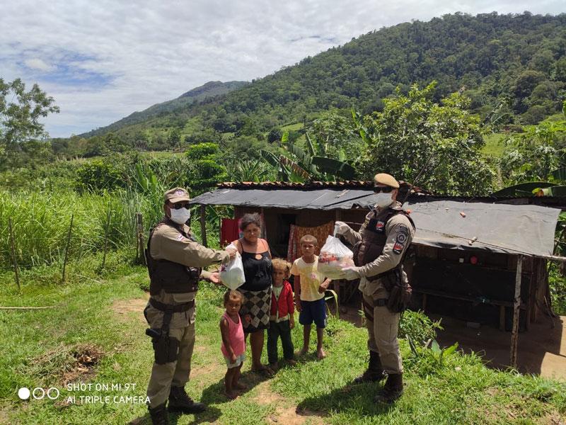 PMs fazem doações para famílias da zona rural de Jequié