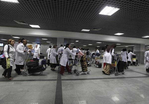 Governo estuda rebatizar Mais Médicos de Médicos pelo Brasil