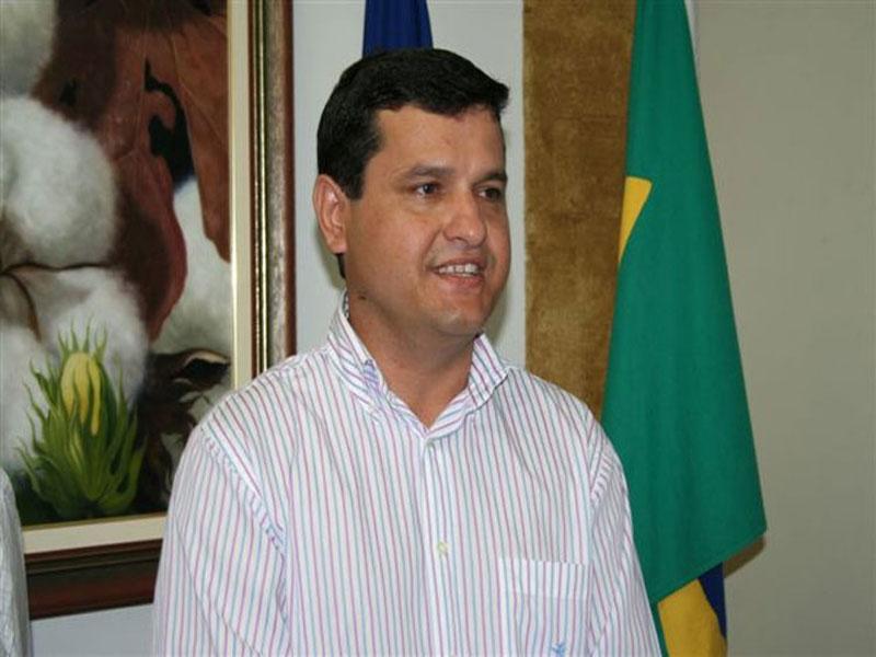 Prefeito de Guanambi é multado em R$ 3 mil por irregularidades na contratação de servidores