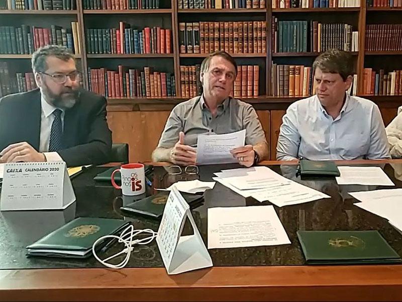 Importação de insumo de vacinas é questão burocrática, diz Bolsonaro