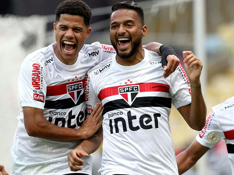 São Paulo goleia Flamengo no Maracanã