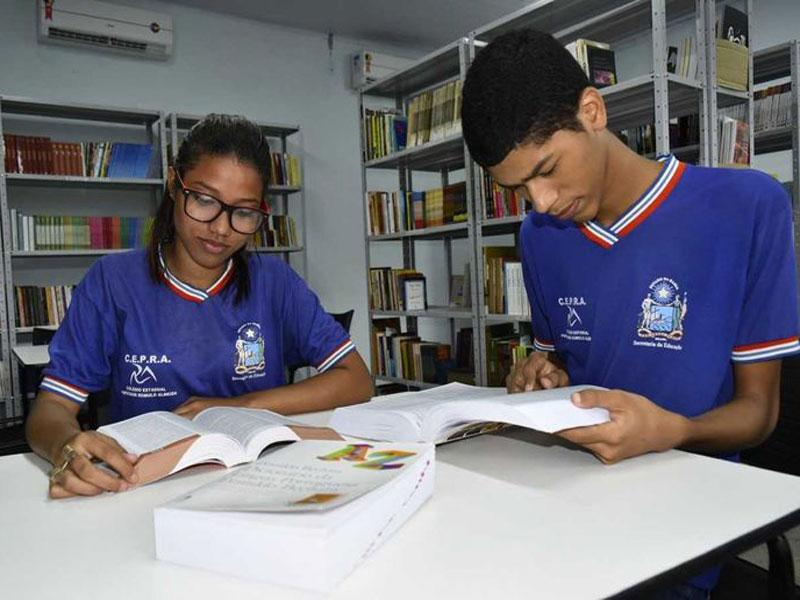 Secretaria de Educação Estadual orienta escolas sobre devolução de livros didáticos