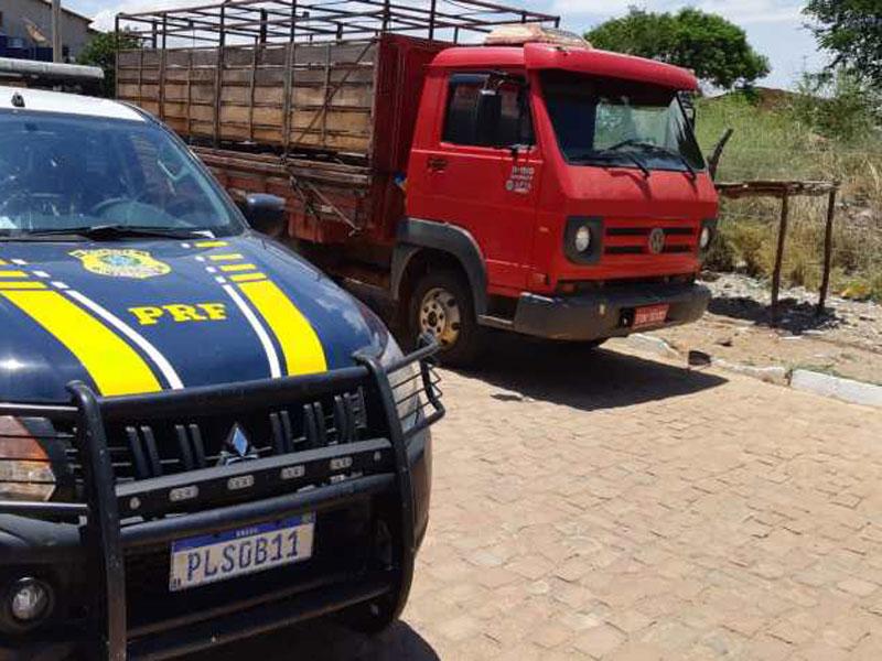 Caminhão roubado em São Paulo é recuperado pela PRF em Seabra