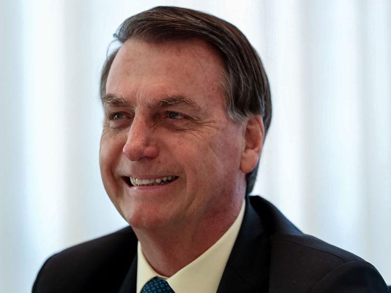 Bolsonaro promete anúncio de novo ministro da Educação nesta sexta-feira (10)