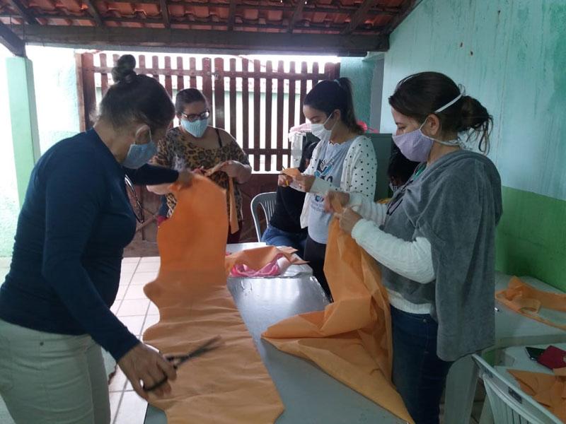 Livramento: CRAS confecciona máscaras de prevenção ao Covid-19 para idosos