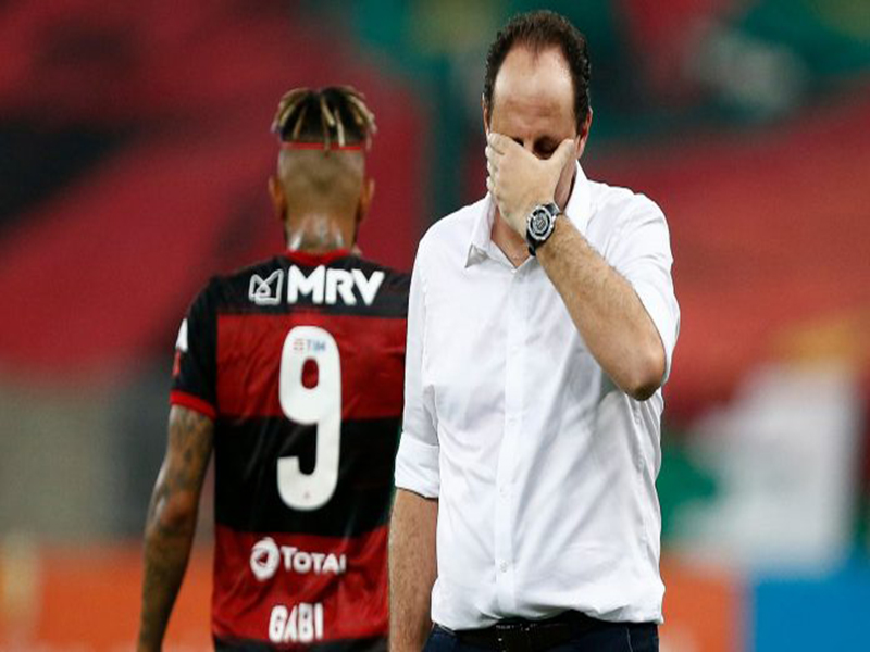 """Flamengo debate saída de Rogério Ceni mas não quer um técnico """"tampão"""""""