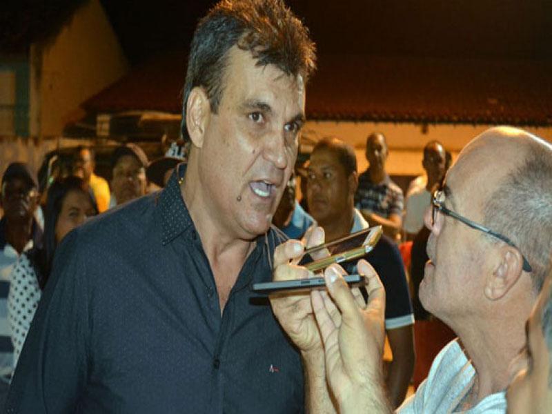 Santaluz: Justiça proíbe ex-prefeito de acessar prédios públicos municipais