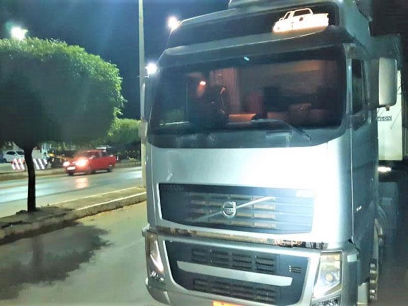 Carreta roubada avaliada em mais de 200.000 reais é recuperada pela PRF na BR-242