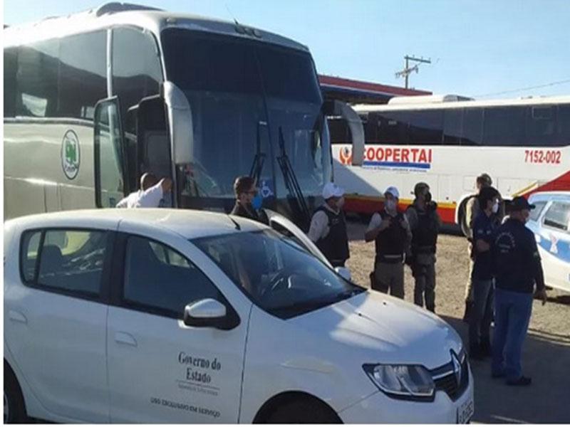 Quatro veículos que faziam transporte interestadual clandestino de passageiros são apreendidos em Guanambi