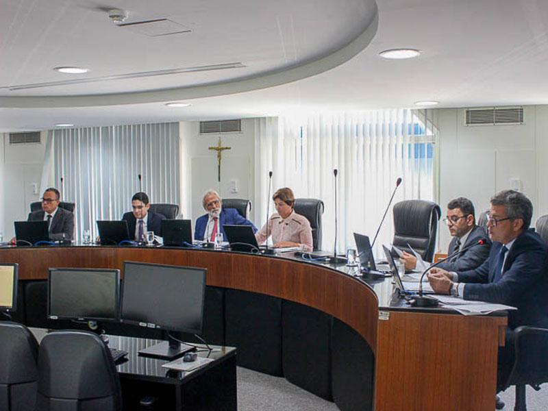 Primeira Câmara do TCE/BA imputa débitos de R$ 300, 4 mil a três Gestores
