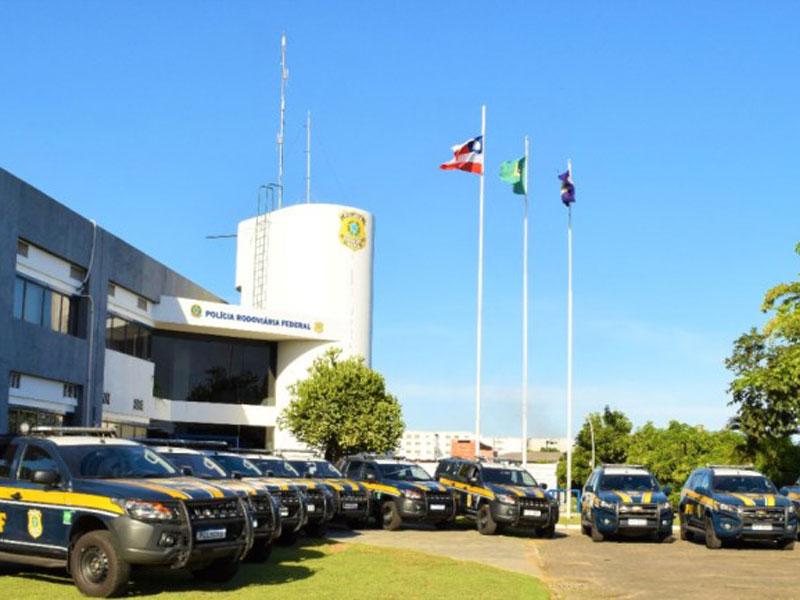 PRF na Bahia realiza entrega de 17 viaturas blindadas