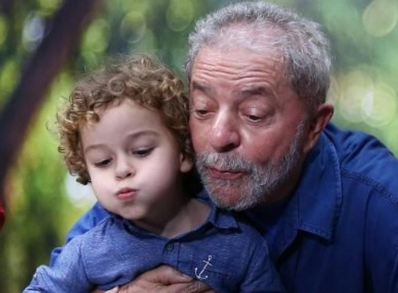 Neto do ex-presidente Lula morre, aos 7 anos, de meningite meningocócica
