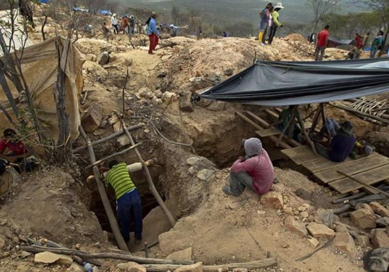 Explosão de mina de ouro deixa pelo menos dois mortos